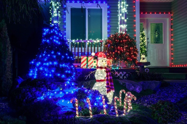 Addresses keep getting added to CADREB's Christmas Tour of Lights. This home on Brewster Place is proud to be part of the 2015 Tour.