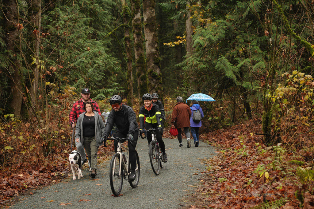 VIDEO: Grand opening of the Vedder Rotary Loop Trail - Chilliwack Progress
