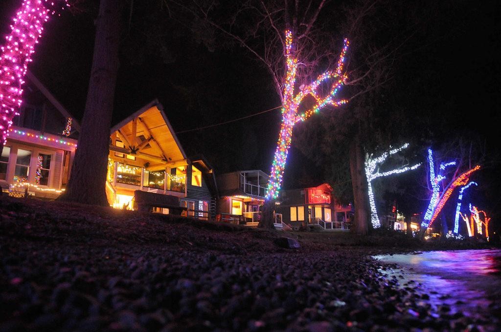 Lakeside Holiday Lights And Santa All Part Of Cultus Lake Christmas Chilliwack Progress