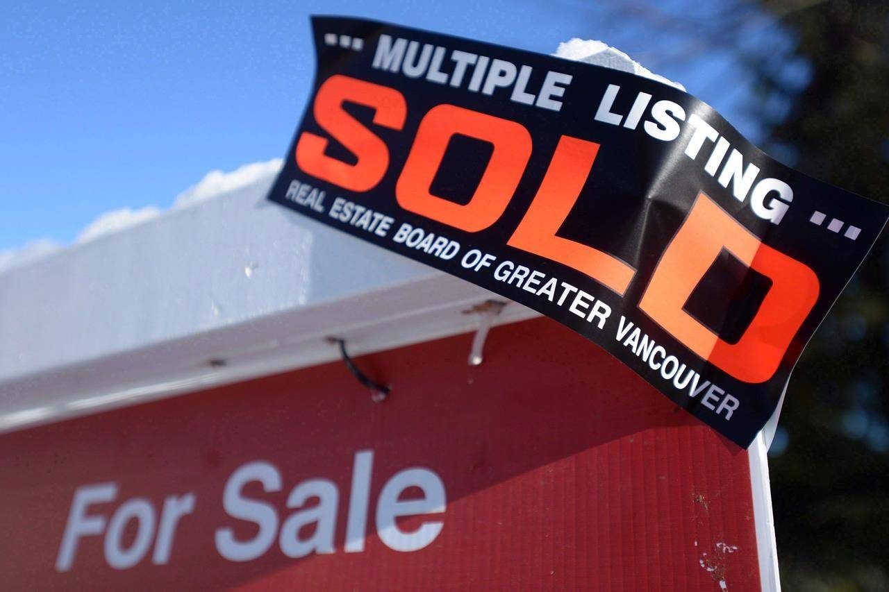 Real estate sold sign. (THE CANADIAN PRESS/Jonathan Hayward)