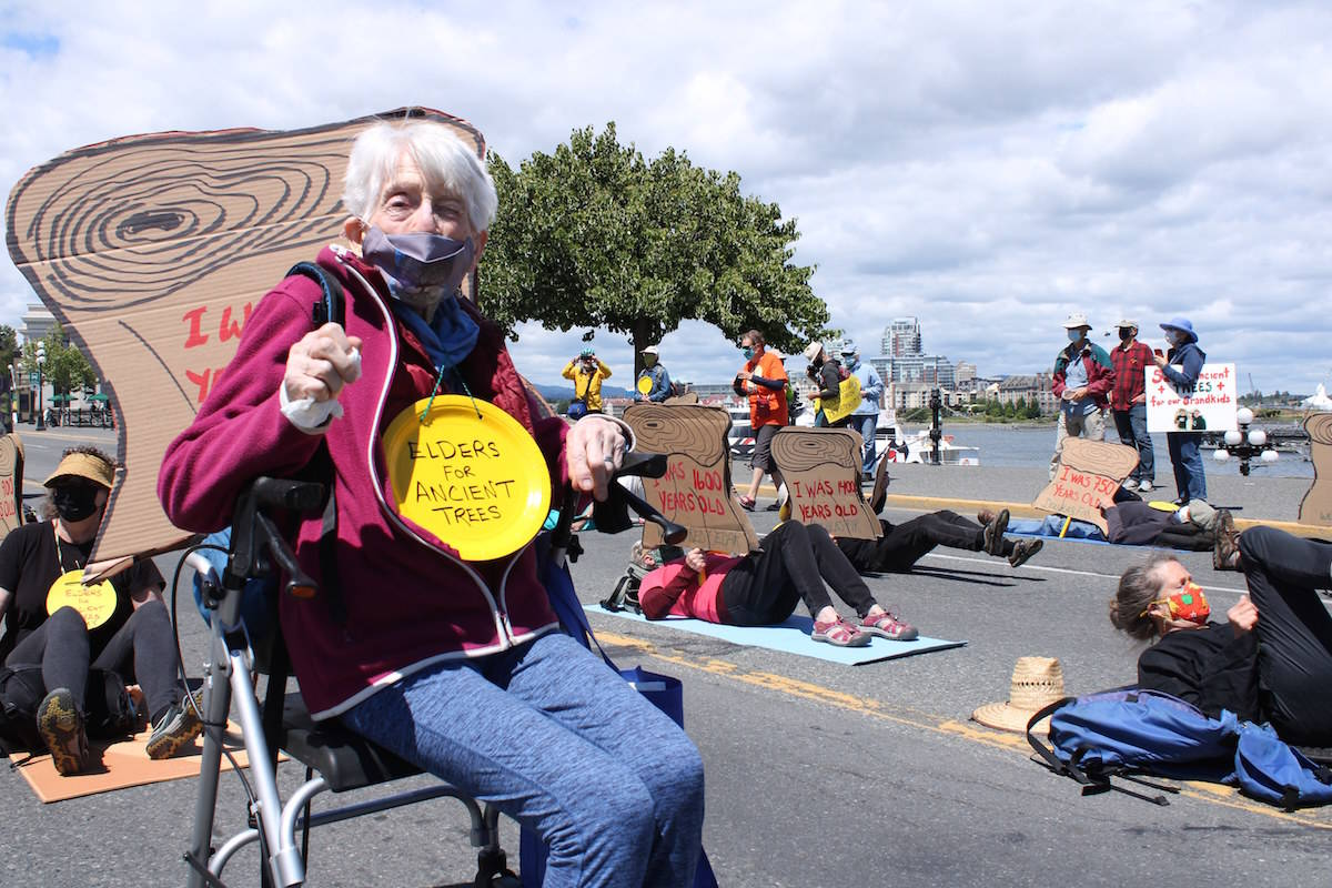 Clare Lowery, 92, was one of many seniors at a demonstration that shut down traffic on Belleville Street outside the legislature on Thursday afternoon. (Jake Romphf/News Staff)