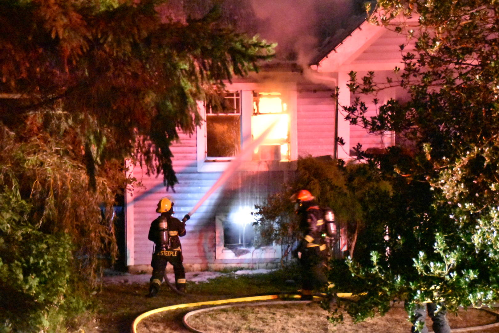 """About 30 Township of Langley firefighters were called to battle a house fire on a mobile home property at<tcxspan tcxhref=""""tel:2339072"""" title=""""Call 23390 72 with 3CX Click to Call"""" style=""""background-color: rgb(255, 255, 255); font-family: Georgia, Times, serif, """"Lucida Grande"""", Tahoma, Arial, Verdana, sans-serif; font-size: 16px;""""> 23390 72 </tcxspan>Ave. around 10 p.m. Wednesday night, Aug. 25. 2021. (Curtis Kreklau/Special to Langley Advance Times)"""