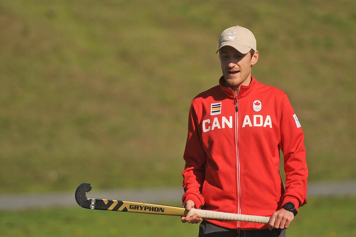 Olympic field hockey athlete Oliver Scholfield visits a class of Mt. Slesse middle school students at Watson Glen Park on Friday, Oct. 1, 2021. (Jenna Hauck/ Chilliwack Progress)