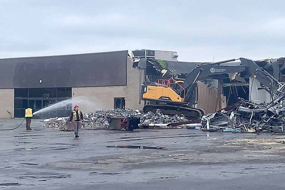 Demolition of the old Sears at Cottonwood Centre began on Oct. 18, 2021. (Paul Henderson/ Chilliwack Progress)